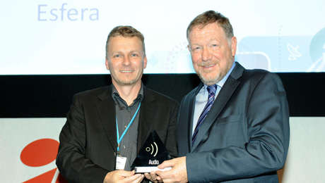 Sennheiser's Claus Menke (l.) accepting the award from Peter White, CEO of IABM