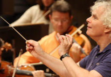 Sir Simon Rattle conducts the Berliner Philharmoniker – here a scene from the dress rehearsal.