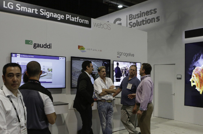 "Expanded solution partners for the commercial version of LG Electronics' popular webOS smart TV platform - ""webOS for Signage,"" implemented in even more LG commercial displays this year - offers convenient new options for business owners deploying smart digital signage solutions. (PRNewsFoto/LG Electronics USA)"