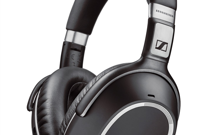 A smart travel companion, the PXC 550 Wireless delivers Sennheiser's renowned high-quality sound and up to 30 hours of battery performance in a sleek wireless headphone.