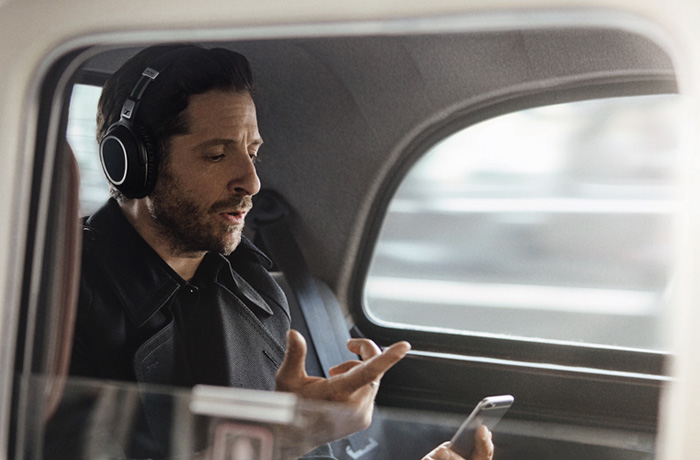 Sennheiser's NoiseGardTM hybrid adaptive noise cancellation ensures uninterrupted listening by seamlessly monitoring and adapting to ambient noise levels – whether on a plane, train or a noisy street – to provide the exact level of suppression needed.
